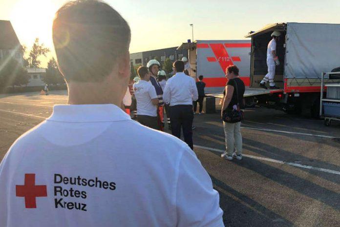 Gast der jüngsten Übung des DRK Landau auf dem Neuen Messegelände war Oberbürgermeister Thomas Hirsch, zugleich auch Vorsitzender des Kreisverbands. (Foto: Stadt Landau in der Pfalz)