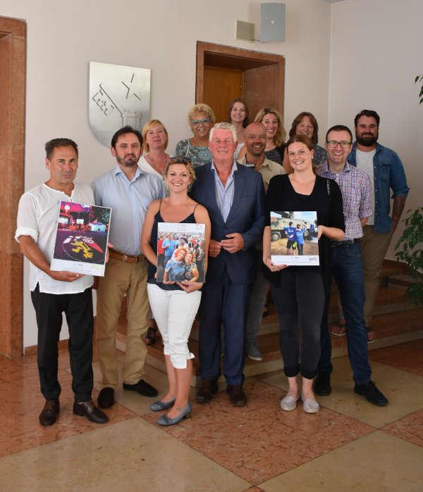 Im Rahmen einer kleinen Feierstunde überreichte Oberbürgermeister Michael Kissel die zahlreichen Preise an die glücklichen Gewinner. (Foto: Stadtverwaltung Worms)