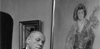 """Der St. Ingberter Sammler Franz Josef Kohl-Weigand vor Max Slevogts Gemälde """"Sada Yakko"""", das er 1941 erworben hatte und das sich heute im Saarlandmuseum in Saarbrücken befindet. (Foto: Stadtarchiv St. Ingbert)"""