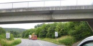 Beschädigung an der Brücke