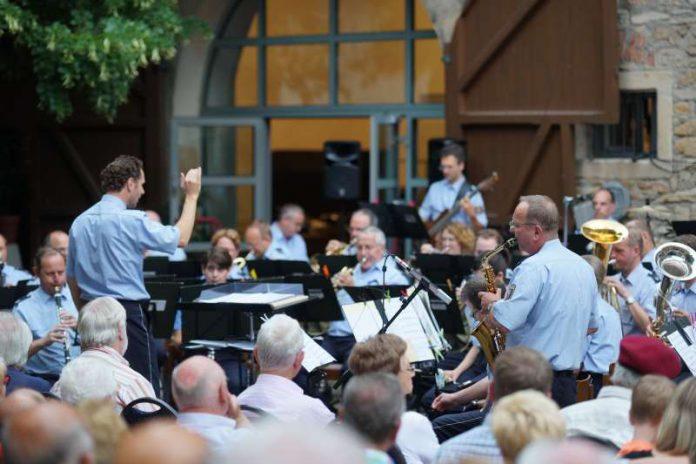 Das Landespolizeiorchester im Jahr 2016 in Freinsheim (Foto: Holger Knecht)