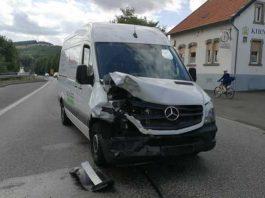 Beschädigtes Fahrzeug des Unfallverursachers