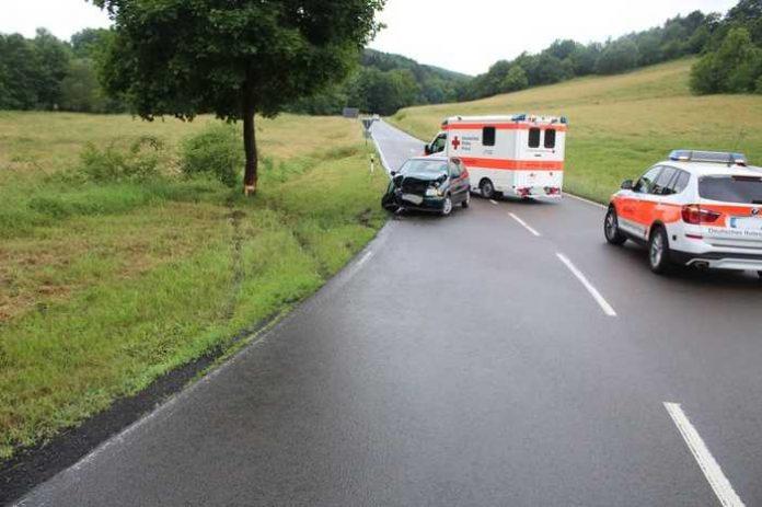 Unfallstelle mit Unfallfahrzeug