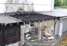 Der Lagerraum einer Fußballhalle brannte völlig aus