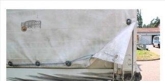 """Wer hat den grünen Traktor gesehen? 28.06.2018 – 17:36 Der Traktor streifte den Lkw und hinterließ Schaden an Plane und Aufbau. Nach dem Traktor-Fahrer wird gesucht. Wer kann Hinweise geben? Bild-Infos Download Rodenbach (Kreis Kaiserslautern) (ots) - Ein """"großer, grüner Traktor"""" hat am Donnerstagnachmittag auf der L367 zwischen KL-Siegelbach und Weilerbach eine lange Fahrzeugschlange hinter sich hergezogen. Die Polizei sucht Verkehrsteilnehmer, die sich in dieser """"Schlange"""" befanden und Hinweise zu dem Traktor geben können. Sie werden gebeten, sich bei der Polizei Kaiserslautern, Telefon 0631 / 369 - 2250 zu melden. Hinweise nimmt auch die Autobahnpolizei unter 0631 / 3534-0 entgegen. Bei der Autobahnpolizei meldete sich gegen 14.50 Uhr ein Lkw-Fahrer, der kurz zuvor mit seinem Laster auf der L367 von Weilerbach in Richtung Kaiserslautern fuhr. Wie der Mann berichtete, kam ihm kurz vor der Anschlussstelle IG Nord der grüne Traktor entgegen. Weil der Traktor-Fahrer zu weit in der Mitte fuhr, geriet er mit seinem landwirtschaftlichen Fahrzeug auf die Gegenfahrbahn. Der Lkw-Fahrer versuchte zwar noch auszuweichen, konnte aber nicht verhindern, dass der Traktor mit seinen großen Rädern den Lkw im hinteren linken Bereich streifte und dabei Plane und Aufbau beschädigte. Trotzdem fuhr der Traktor-Fahrer einfach weiter. Der Sachschaden am Lkw wird auf rund 1.000 Euro geschätzt. Verletzt wurde zum Glück niemand."""