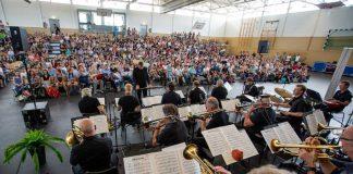 hr-Bigband auf Hessen-Schultour 2018 in der Kopernikusschule in Freigericht (Foto: hr/Sascha Rheker)