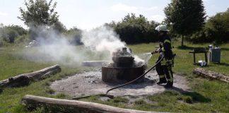 Unbekannte verbrannten am 31. Mai große Mengen von Sushi-Boxen auf dem Grillplatz in Stupferich (Foto: KOD)