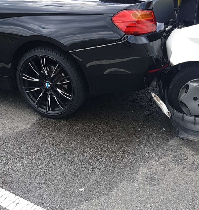 Verkehrsunfall in der Industriestraße (Foto: Feuerwehr Speyer)