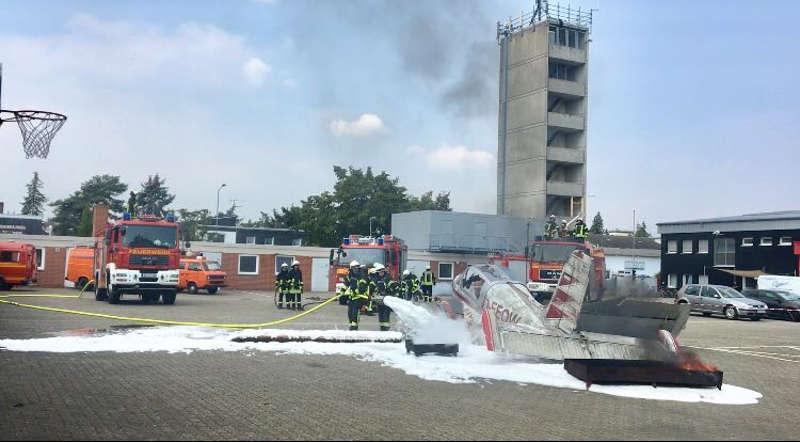 Löscharbeiten (Foto: Feuerwehr Speyer)