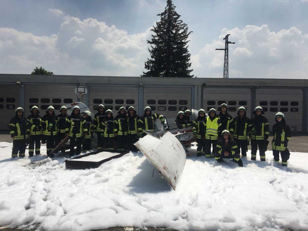 Die Feuerwehrangehörigen am Ende der Übung (Foto: Feuerwehr Speyer)