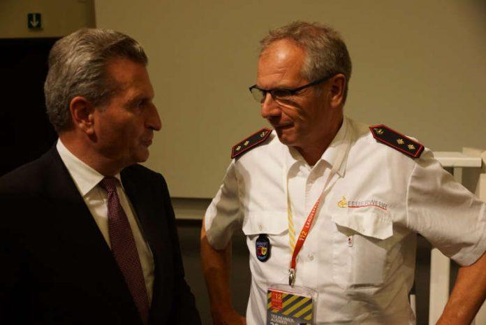 EU-Kommissar Oettinger im gespräch mit Minister Gall (Foto: Feuerwehr Heidelberg)