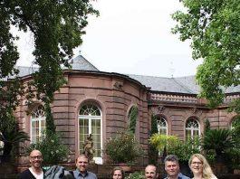 Geschäftsführer Sascha Kaiser zusammen mit den Winzern Markus Keller, Gudrun Erbeldinger-Höfferle, Alexander Weinmann, Dr. Andreas Schreiber, Ursula Müller (Foto: KVG)