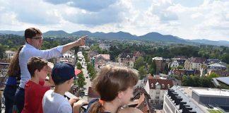 Eines der Highlights der Ferienpass-Veranstaltung mit OB Hirsch war der Gang auf den Stiftskirchenturm. (Foto: Stadt Landau in der Pfalz)
