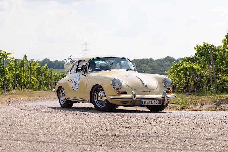 Im Porsche 356 SC, Bj. 1964, fuhren Willy und Christa Eisinger zum Sieg. (Foto: ADAC/Luca Siermann)
