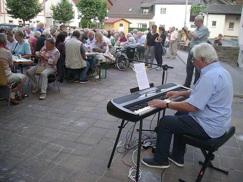 Dorfplatzserenade in Hambach (Foto: Liederkranz Hambach)
