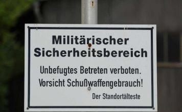 """Schild """"Militärischer Sicherheitsbereich"""" (Foto: Holger Knecht)"""
