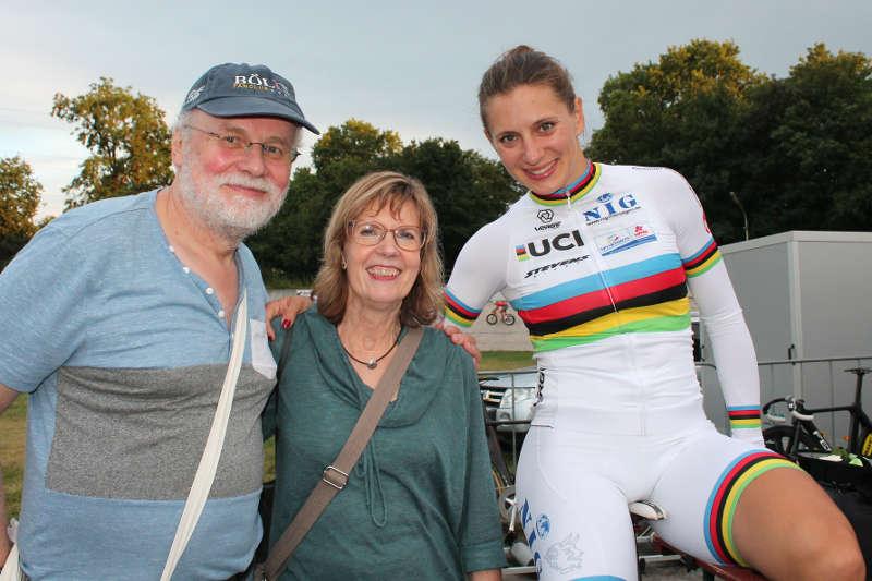 Weltmeisterin Miriam Welte nahm sich auch Zeit für ihre Fans (Foto: Michael Sonnick)