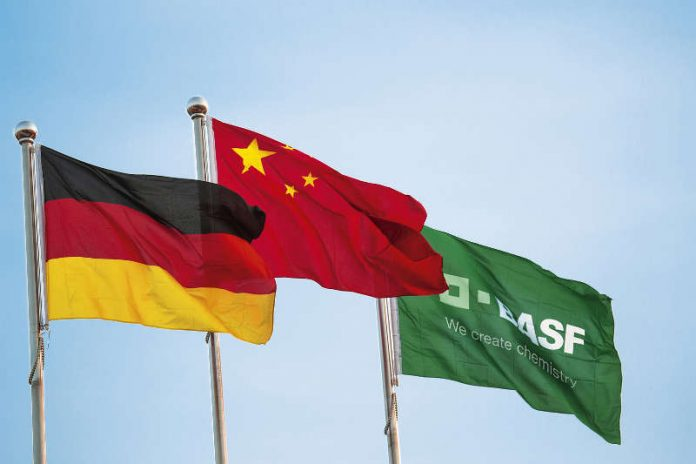 Flaggen an einem BASF-Standort in China (Foto: BASF SE)