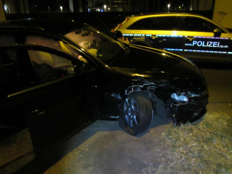 Das Fahrzeug des Unfallverursachers (Foto: Polizei RLP)
