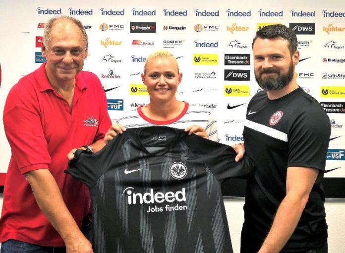 Lise Munk mit Ottmar Ulrich und Stefan von Martinez (Foto: Eintracht Frankfurt)