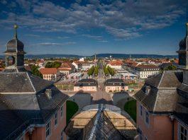 Blick auf den Schwetzinger Schlossplatz (Foto: Stadt Schwetzingen/Tobias Schwerdt)