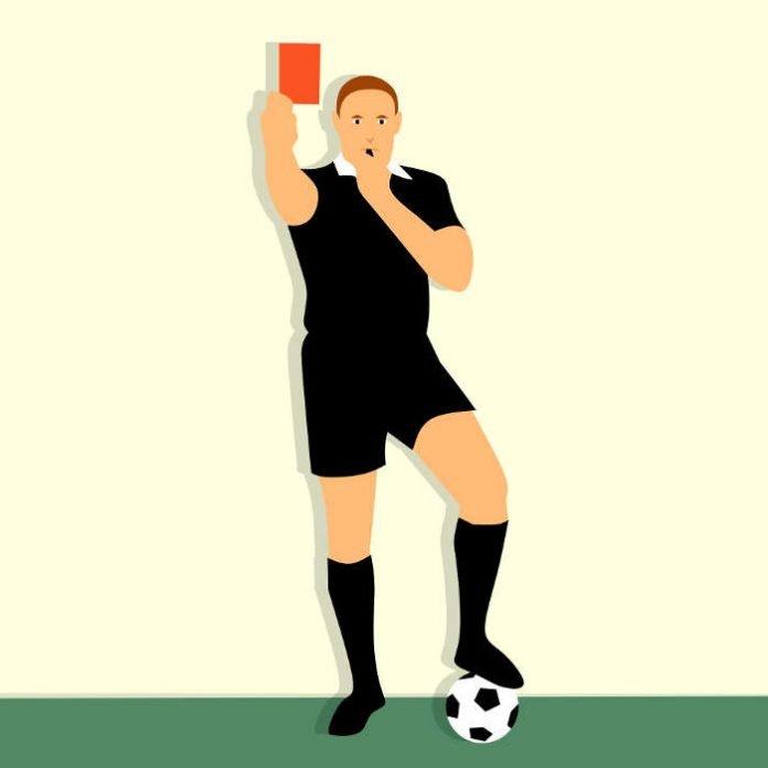 Schiedsrichter mit roter Karte - Symbolbild (Foto: Pixabay)