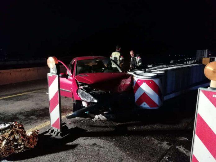 Das verunfallte Fahrzeug (Foto: Polizei RLP)