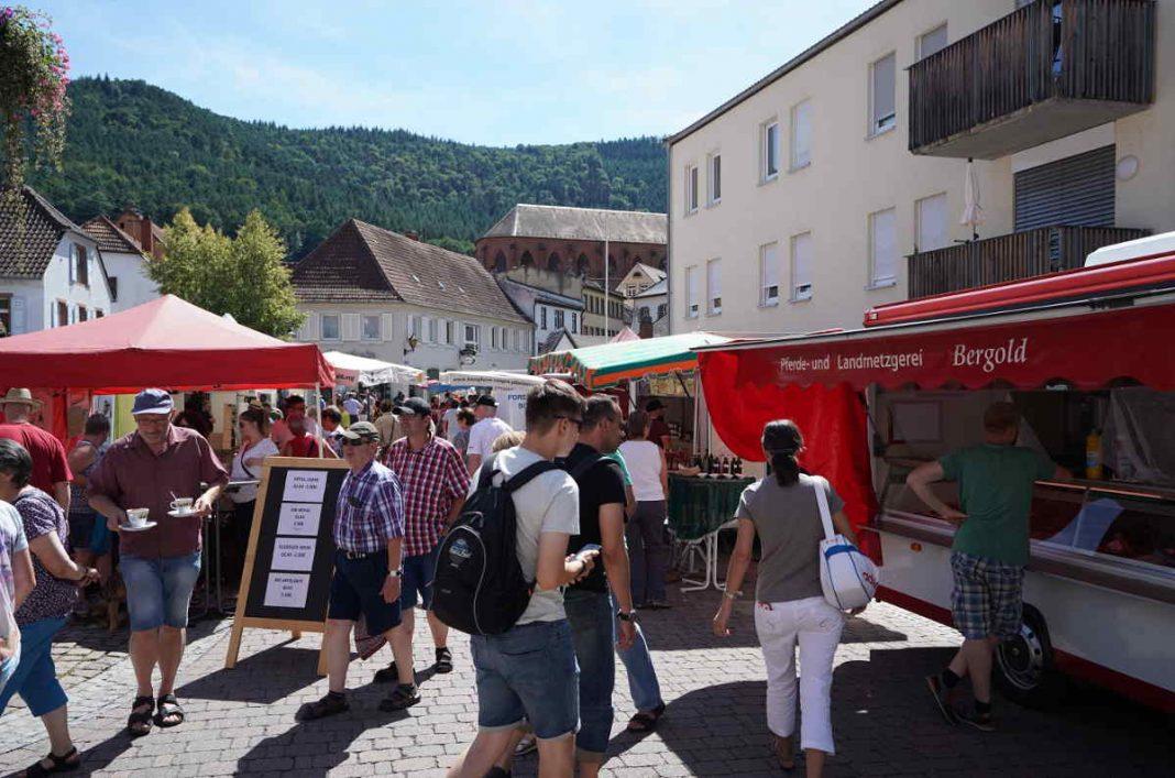 Viele Menschen besuchten den Bauernmarkt. (Foto: Holger Knecht)