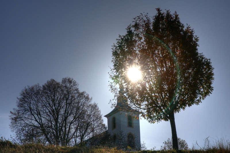 Auf dem Untergrombacher Michaelsberg bietet der Heimatverein eine Führung zur Geschichte der Kapelle und der bewegten Geschichte des Berges. (Foto: Martin Heintzen)