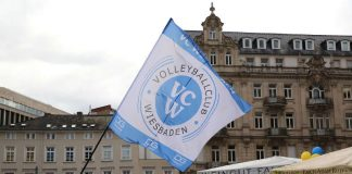 Der VCW zeigt Flagge auf der Rheingauer Weinwoche in Wiesbaden (Foto: Detlef Gottwald)