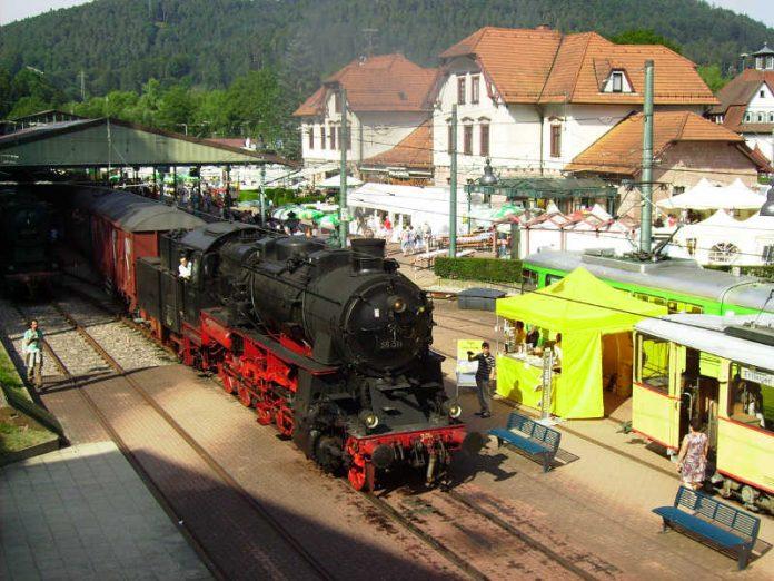 Das Festbetrieb rund um den Bahnhof Bad Herrenalb beginnt an beiden Tagen um 11 Uhr. (Foto: Rick Eichner)
