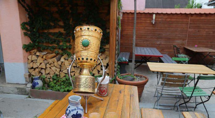 Der DFB-Pokal als Bembel (Foto: Moritz Bäuml)