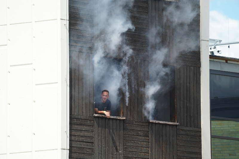 Simulierter Gebäudebrand (Foto: Holger Knecht)