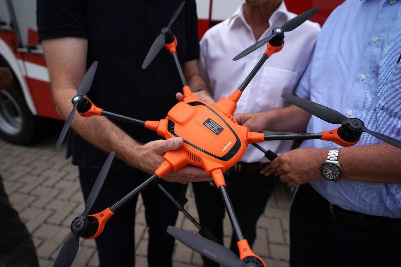 Die Drohne hat ein Gewicht von 1,6 kg. (Foto: Holger Knecht)