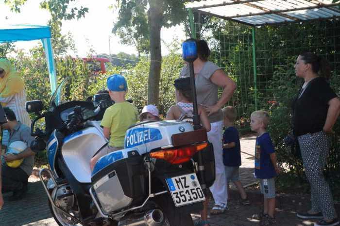 Die Polizei ist bei den Kindern immer ein Magnet