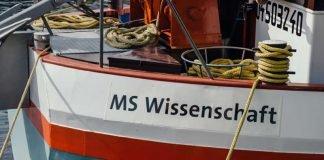 Früher mit Kohle und Containern in ganz Europa unterwegs, heute ein schwimmendes Science Center: Das Ausstellungsschiff MS Wissenschaft. (Foto: Ilja Hendel/WiD)