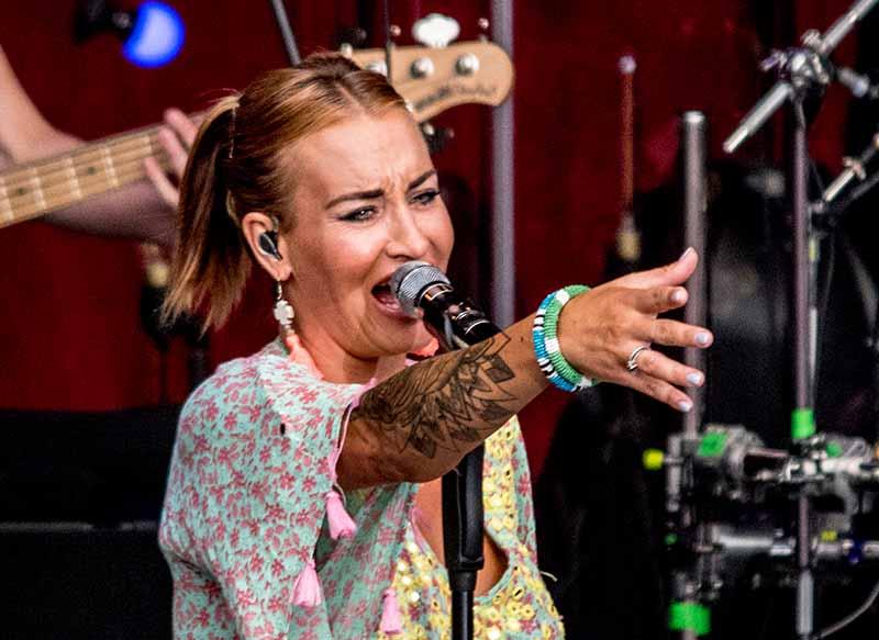 Die Sängerin Sarah Connor auf der Sparkassen-Bühne bei Jazz&Joy Worms 2018 (Foto: Helmut Dell)