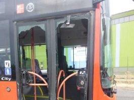 Der Unfallschaden am Linienbus.