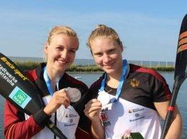 Sarah Brüßler (links) und Melanie Gebhardt freuen sich über WM-Bronze (Foto: Rheinbrüder Karlsruhe e.V./Martina Amrein)