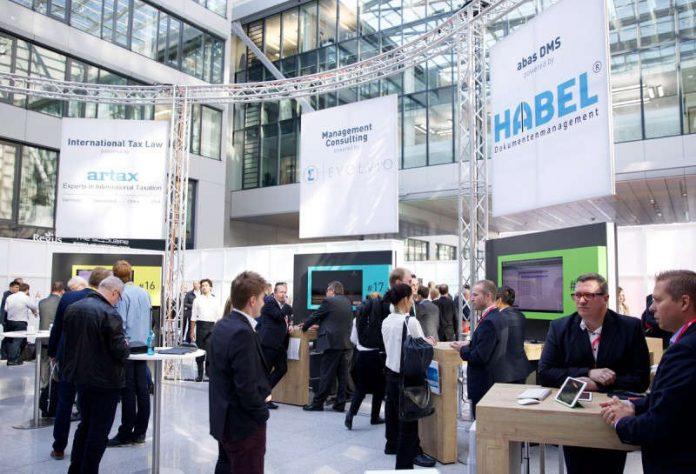 Experten verschiedener Branchen vernetzen sich in Karlsruhe (Foto: abas Software AG)