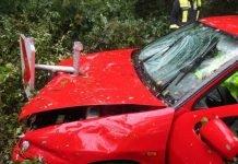 Das verunfallte Fahrzeug beim Eintreffen der Polizei an der Unfallörtlichkeit