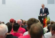 Oberbürgermeister Dr. Peter Kurz dankte beim Regenbogenempfang der Stadt Mannheim in der Kunsthalle Mannheim Engagierten aus der LSBTI-Community (Foto: Alexander Kästel)