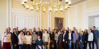 """Begrüßung der neuen Teilnehmenden am Arbeitsmarktprojekt """"Neue Wege in den Beruf"""" (Foto: Landeshauptstadt Wiesbaden)"""