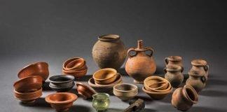 Hortfund von Bellheim, bestehend aus 23 Keramikgefäßen, einem Glasbecher und einem eisernen Dengelstock (Foto: Historisches Museum der Pfalz, Foto: Carolin Breckle)