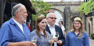 Edgar Römelt, stellv. Vorsitzender der Leisböhler Weinkultur Haßloch, Davina I., Andechser Bierfestkönigin 2017/2018, Hans-Ulrich Ihlenfeld, Landrat und Shirin I., Weinprinzessin Lachen-Speydorf und Schirmherrin der Leisböhler Weintage.