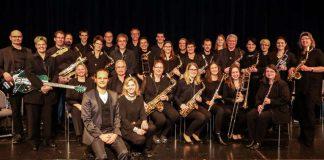 Die BigBand des Landratsamtes Karlsruhe, seit 2007 unter der Leitung von Marco Vincenzi (Bildmitte), feiert ihr 20-jähriges Jubiläum mit einem Gala-Konzert in Ettlingen. (Foto: Thomas Rebel/rebel-shotz.com)