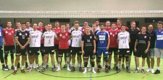Volleyballer der beiden Mannschaften (Foto: privat)