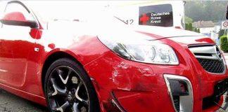 Am Opel Insignia entstand lediglich ein leichter Schaden im rechten Frontbereich.