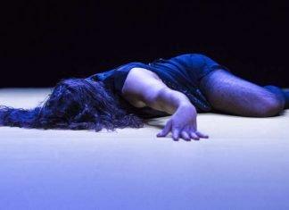 Tänzer Lorenzo Ponteprimo in SEXLESS BABE. (Foto: Eyal Pinkas)