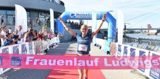 Siegerin Fabienne Amrhein beim Zieleinlauf (Foto: PIX Sportfotos)